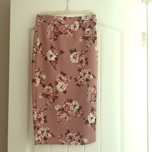 Fitted stretchy midi skirt